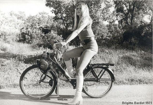 Resultado de imagem para Brigitte Bardot na sua bike.